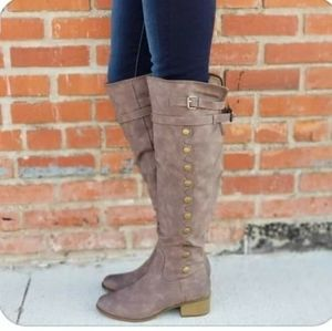 NWT. Womens riding boots